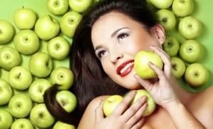 Maskë me mollë për fytyrë të yndyrshme