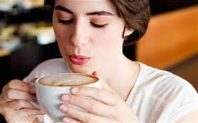 Ja çfarë shkakton kafja e pirë esëll në mëngjes