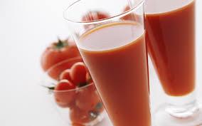 Lëngu i domates shkrinë kilogramët