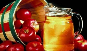 Lëngu i mollës i mirë për tretjen