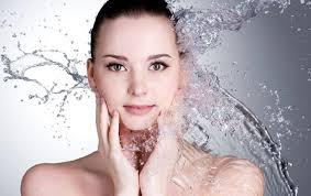 Uji ngadalësonë plakjen e lëkurës