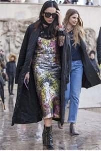 """Në trend fustanet mëndafshi, xhaketa """"bomber"""""""