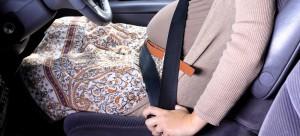 A lejohet ta vënë rripin e sigurimit gruaja shtatëzënë?