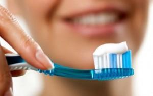 Sa herë në ditë duhet t'i lani dhëmbët?