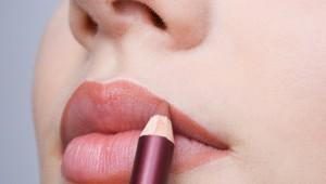 Mësoni si fryhen buzët përmes