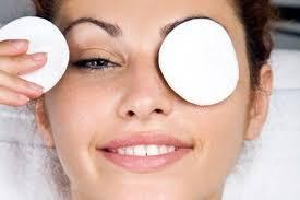 Ja disa maska se si t'i hiqni rrudhat nën sy