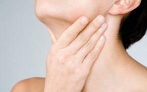 Si t'i shëroni dhimbjet në fyt